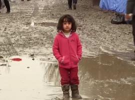 «Nulle part en France» : Yolande Moreau signe un film éblouissant avec les réfugiés